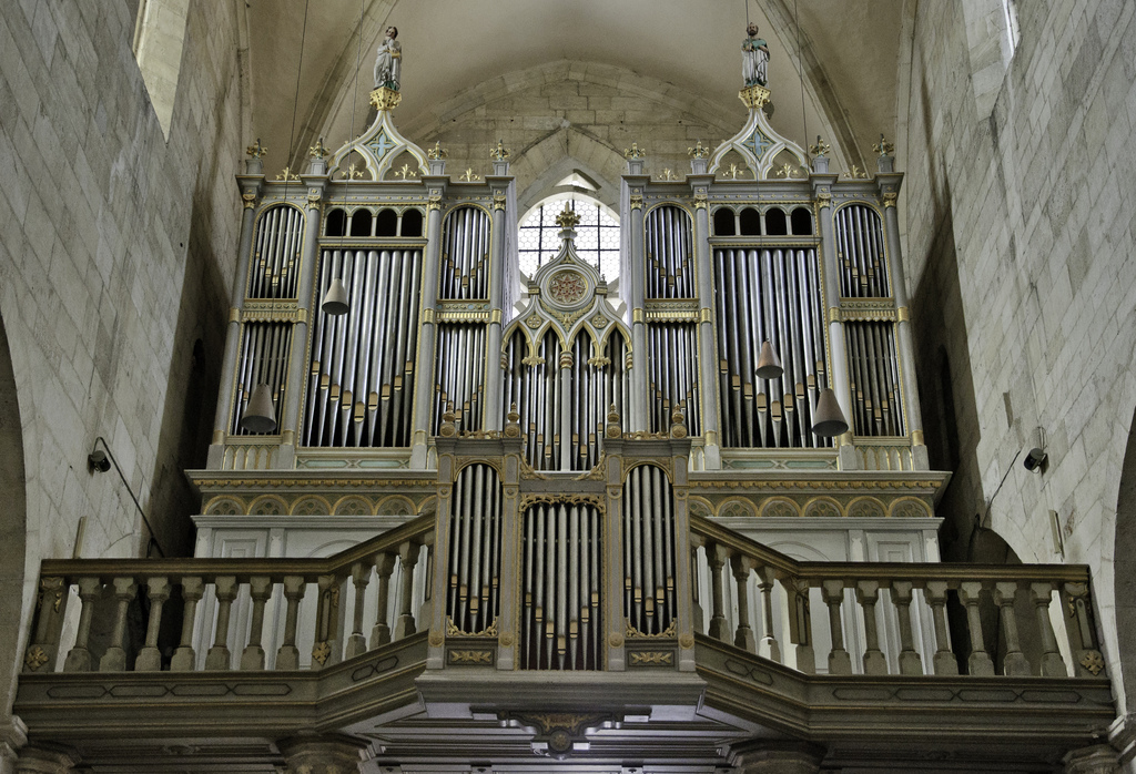 Large organ in catholic cathedral